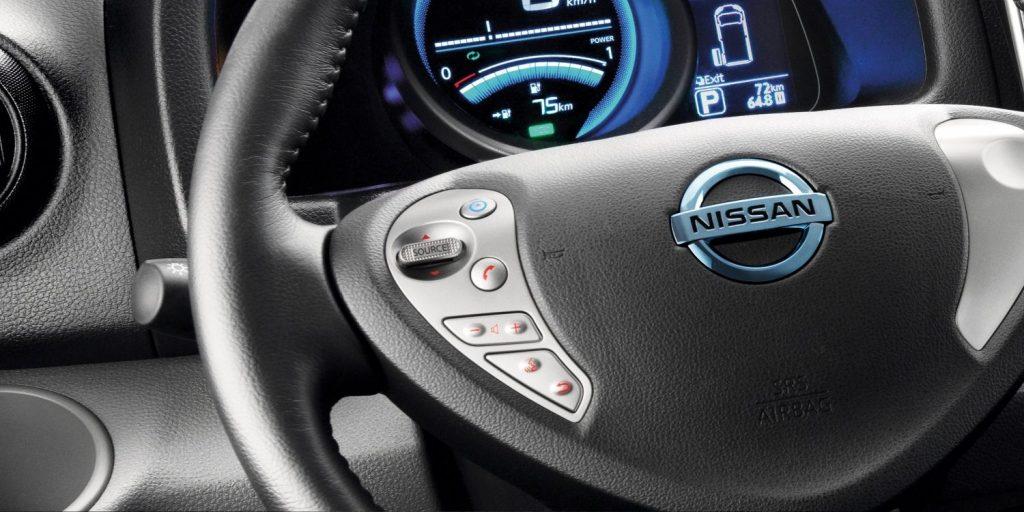Nissan e-NV200 kokpit - Wypożyczalnia samochodów luksusowych Mestenza Trójmiasto Rafał Grzebin
